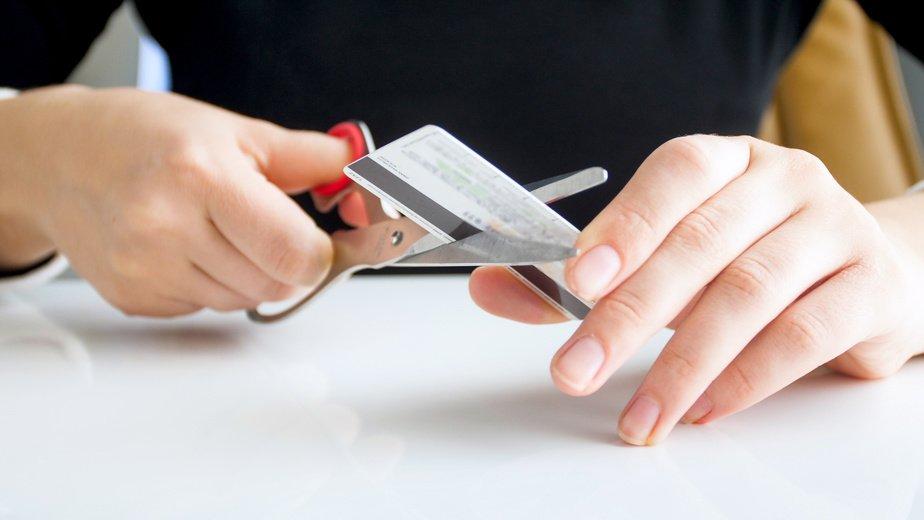 Klippe kredittkortet i to